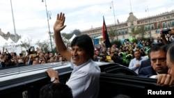 El expresidente de Bolivia, Evo Morales, que recibió asilo en México, recibe la distinción de 'Invitado distinguido' por el ayuntamiento de la Ciudad de México, la capital. REUTERS