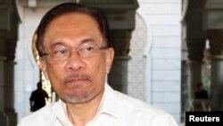 Lãnh tụ đối lập Anwar Ibrahim tại phiên xử về tội 'giao cấu phản tự nhiên'.