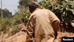 Illegal Miners Refuse Rescue