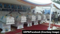 Les cercueils contenant les corps des membres de l'Udps (Union pour la démocratie et le progrès social) exposés au siège de ce parti à Kinshasa, RDC, 31 octobre 2016.