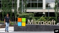 Kantor Microsoft di Redmond, negara bagian Washington, AS (foto: dok). Microsoft berencana mem-PHK hingga 18 ribu karyawan tahun depan.