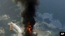 """BP公司的""""深水地平線鑽油台""""去年4月於墨西哥灣發生爆炸(資料圖片)"""