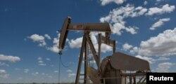 미국 텍사스주 윙크의 석유 시추용 펌프잭.