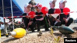 Anak-anak sekolah di Naqoura, Lebanon, mendapatkan pelatihan untuk bisa mengidentifikasi ranjau darat (foto: ilustrasi).
