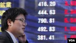 Indeks Nikkei Tokyo kembali turun, Selasa, pada hari kedua perdagangan setelah bencana gempa dan tsunami melanda Jepang.