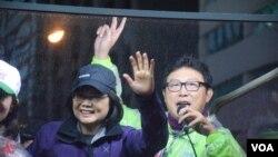 台灣民進黨總統候選人蔡英文選前最後一日在台北市掃街拜票。(美國之音湯惠芸)