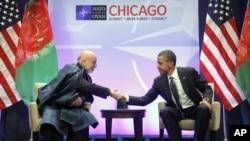 Presiden Barack Obama dan Presiden Afghanistan Hamid Karzai mengadakan pembicaraan di sela-sela KTT NATO di Chicago (20/5).