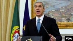 Perdana Menteri Portugal, Jose Socrates mengundurkan diri karena kebijakan pengetatan ekonominya ditolak parlemen.