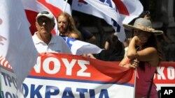 Ribuan pegawai pemerintah Yunani kembali turun ke jalan di Athena hari Rabu 18/9 (foto; dok).