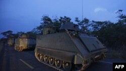 Binh sĩ và xe bọc thép của Thái Lan tại khu vực biên giới trong tỉnh Surin, đông bắc Thái Lan