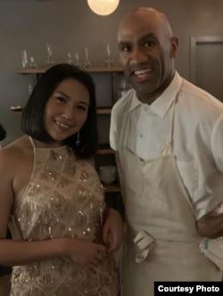 Armaya Doremi bersama Douglass Williams, pemilik MIDA Restaurant di Boston (dok: Armaya Doremi)