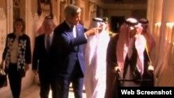 美国国务卿克里3月7日在巴黎参加伊核会谈。