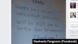 Tấm ảnh chụp thông báo của tiệm Rose Nails được đăng trên tài khoản Facebook Deshania Ferguson.
