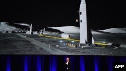 Elon Musk saat memaparkan rencana pengembangan roket penumpang di Adelaide, Australia, Jumat (29/9).
