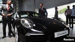 Автомобиль марки Porsche