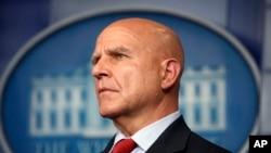 """El consejero de Seguridad Nacional de Estados Unidos H. R. McMaster, dijo a la Voz de América que """"al régimen iraní se le deben negar recursos para evitar que siga con sus mortales campañas""""."""