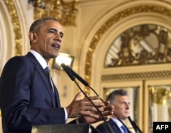 US President Barack Obama (L) and Argentinian President Mauricio Macri deliver a joint press conference at the Casa Rosada presidential palace in Buenos Aires on March 23, 2016.