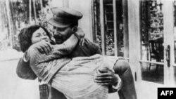 İosif Stalin və qızı