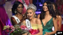 Karlie Hay (C) reacts as Miss USA 2016 Deshauna Barber (L) and Miss Teen USA 2015 Katherine Haik (R) crown Hay Miss Teen USA 2016 at The Venetian Las Vegas in Las Vegas, Nevada, July 30, 2016.