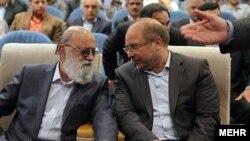 مهدی چمران،چپ، از متحدان سیاسی محمدباقر قالیباف، رئیس مجلس شورای اسلامی، است.آرشیو