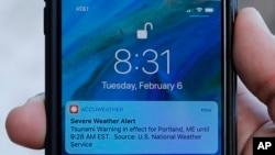 2018年2月6日在一台苹果手机上显示的警报信息,缅因州波特兰市。