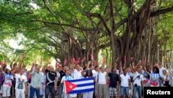 近期获得释放的异议人士在哈瓦那游行(2015年1月11日)