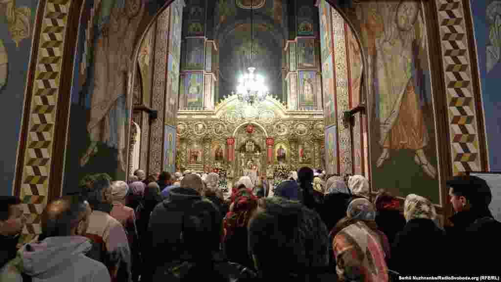 Богослужіння у Михайлівському соборі у Києві, Україна, 16 квітня 2017 року.