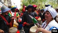 El candombe es un género musical y de danza propio de la cultura afro-uruguaya.