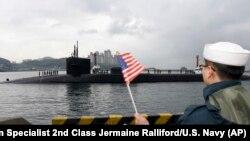 Tàu ngầm USS Michigan của Mỹ cập cảng ở Hàn Quốc hôm 24/4.