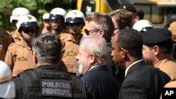 Lula à chegada do tribunal em Curitiba