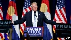 Capres Partai Republik, Donald Trump dinilai melanggar norma-norma politik dan sosial dengan mengkritik orangtua tentara Muslim AS yang gugur di Irak (foto: dok)