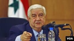 Menlu Suriah Walid al-Moallem di Damaskus mengecam keras inisiatif terbaru Liga Arab soal transfer kekuasaan di Suriah (24/1).