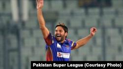 شاہد آفریدی نے کراچی کنگز کی طرف سے دو وکٹیں لیں