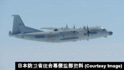 일본 항공자위대가 지난 4월 공개한 중국 해군 Y-9 정보수집기.