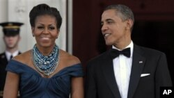 Presiden Obama bersama ibu negara Michelle Obama berhasil meraup 4,5 juta dolar dana kampanye dalam dua acara 'fundraising dinner' terpisah di kota New York (foto: dok).