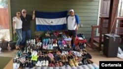 Manuel Prado, presidente de Funadec, en una de las labores de envíos de que la organización hace en solidaridad con inmigrantes, principalmente de Nicaragua, y de los que se han beneficiado también venezolanos y cubanos. Foto de archivo de 2019.