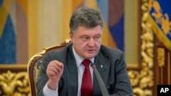 Tổng thống Ukraine Petro Poroshenko nói rằng bất kỳ sự hiện diện nào của Nga ở Ukraine mà không có sự đồng ý của Kiev là vi phạm luật pháp quốc tế