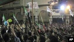 4일 밤 다마스쿠스 거리의 반정부 시위대.