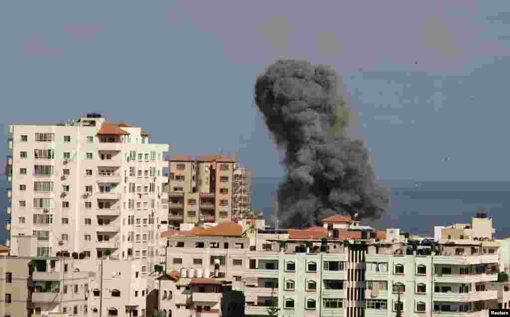 غزہ میں18 روز سے جاری لڑائی میں مرنے والوں کی تعداد 800 سے تجاوز کر گئی ہے۔