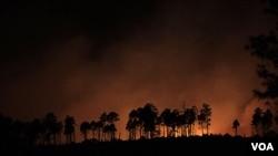 Kebakaran hutan di AS telah mendekati kota Los Alamos, di negara bagian New Mexico (28/6).