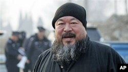 Artist Ai Weiwei arrives at the Wenyuhe court to support fellow artist Wu Yuren during his trial in Beijing, November 2010 (file photo)