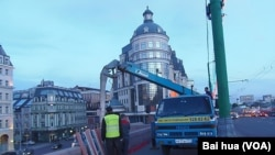 莫斯科的許多市政工人都來自中亞國家(美國之音白樺拍攝)