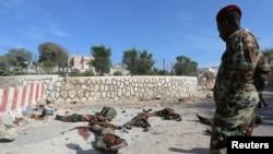 21일 소말리아 반군이 대통령궁을 공격해 적어도 17명이 사망했따..
