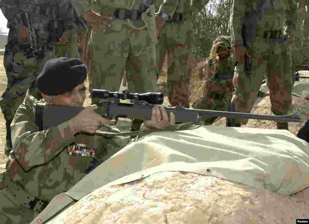 جنرل اشفاق پرویز کیانی راولپنڈی کے قریبی علاقے گوجر خان میں 1952ء کو پیدا ہوئے۔