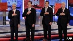 Слева направо: Рон Пол, Рик Санторум, Митт Ромни, Ньют Гингрич.