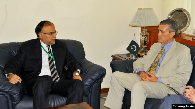 Pakistan's Minister of Planning and Development Ahsan Iqbal, with U.S. Ambassador Richard Olson, July 9, 2013.  File photo provided by Pakistan's Press Information Department.
