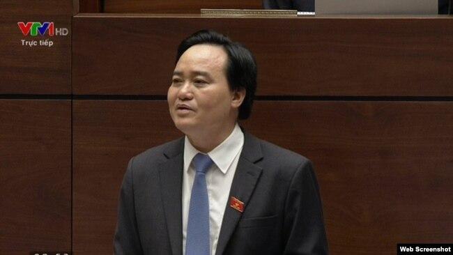 """Bộ Trưởng Bộ Giáo dục và Đào tạo Phùng Xuân Nhạ cho biết rằng học sinh, sinh viên của Việt Nam ra nước ngoài học tập mỗi năm """"mất 3 - 4 tỷ đôla""""."""