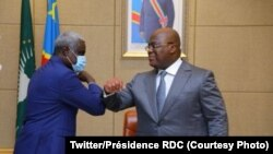 Moussa Faki Mahamat (G), mokambi ya Commission ya Union africaine, na président Félix Tshisekedi na Palais de la nation na Kinshasa, RDC, 3 décembre 2020. (Twitter/Présidence RDC)