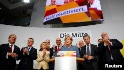 """德国总理安吉拉·默克尔(Angela Merkel)在联邦大选后对""""投票者调查"""" 的初步结果做出反应(2017年9月24日)"""
