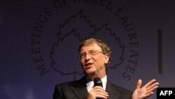 Bill Gates, người sáng lập công ty Microsoft, dẫn đầu trong 18 năm liên tiếp với tài sản ước tính khoảng 59 tỉ đô la
